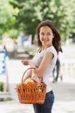 La ragazza con il cestino Immagine Stock Libera da Diritti