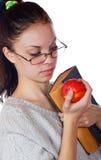 La ragazza con il vecchio libro e una mela Immagini Stock Libere da Diritti