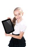 La ragazza con ipad gradice il dispositivo Fotografie Stock Libere da Diritti