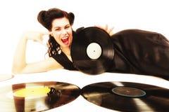 La ragazza con l'analogo di phonography registra il mante della musica Fotografia Stock