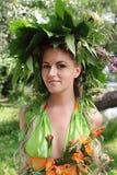 La ragazza con la ghirlanda Fotografia Stock Libera da Diritti