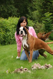 La ragazza con un cane immagine stock libera da diritti