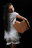 La ragazza con un cuore Immagini Stock Libere da Diritti