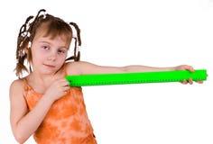 La ragazza con un righello Immagini Stock Libere da Diritti