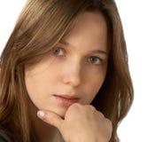 La ragazza con un sospiro premuroso Fotografia Stock
