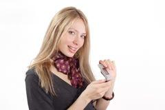 La ragazza con un telefono mobile Fotografie Stock Libere da Diritti