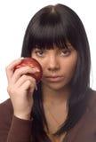 La ragazza con una mela Fotografie Stock