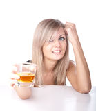 La ragazza con vetro di whisky Immagine Stock
