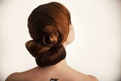 La ragazza dai capelli rossi che posa nello studio 1 Immagini Stock