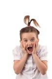 La ragazza del banco con bello stile di capelli ha divertimento fotografia stock libera da diritti
