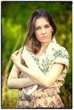 La ragazza del villaggio in una sciarpa fotografia stock libera da diritti