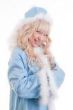 La ragazza della neve in cappotto di pelliccia blu Fotografie Stock Libere da Diritti