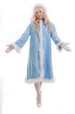 La ragazza della neve in cappotto di pelliccia blu, mani delle piante Fotografie Stock Libere da Diritti