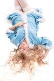 La ragazza della neve nelle calze bianche blu l del cappotto di pelliccia Fotografia Stock