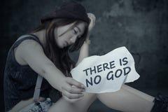 La ragazza depressa non deve credere in Dio Fotografia Stock