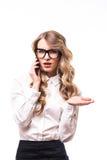 La ragazza di affari con gli occhiali apre la mano su backgroung bianco Immagine Stock Libera da Diritti