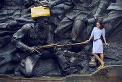 La ragazza di Afro con l'Egiziano compone Fotografia Stock
