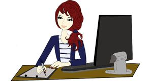 La ragazza di Beautifyl sta lavorando nell'ufficio Fotografie Stock Libere da Diritti