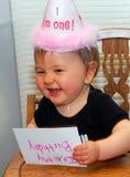La ragazza di compleanno fa un fronte divertente Fotografia Stock