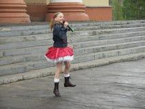 La ragazza di dancing Immagini Stock Libere da Diritti