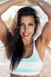 La ragazza di forma fisica all'aperto si esercita Fotografia Stock