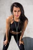 La ragazza di forma fisica all'aperto si esercita Immagine Stock Libera da Diritti