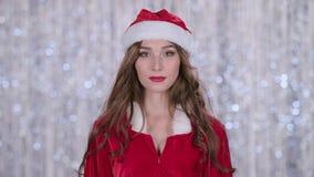 La ragazza di Santa inizia i sorrisi Priorità bassa di Bokeh Movimento lento video d archivio