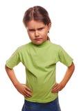 La ragazza diabolica arrabbiata mostra i pugni che avverte la rabbia e Fotografie Stock Libere da Diritti