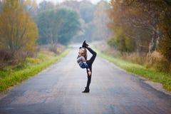 La ragazza fa le spaccature Fotografia Stock Libera da Diritti