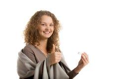 La ragazza felice tiene il termometro immagini stock