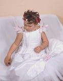 La ragazza finge essere sposa Fotografie Stock