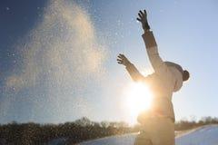 La ragazza getta la neve Immagine Stock
