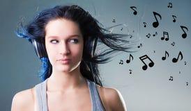 La ragazza gode della musica Fotografia Stock Libera da Diritti