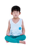La ragazza graziosa asiatica sta facendo gli esercizi di yoga Isolato sul BAC bianco Fotografie Stock