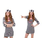 La ragazza graziosa in uniforme del prigioniero isolata su bianco Immagine Stock