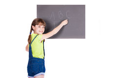 La ragazza ha scritto in gesso sul bordo grigio immagine stock