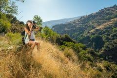 La ragazza il viaggiatore con la macchina fotografica Fotografie Stock