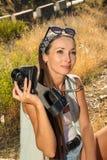 La ragazza il viaggiatore con la macchina fotografica Fotografia Stock