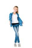 La ragazza in jeans ed in una camicia checkered fotografie stock libere da diritti