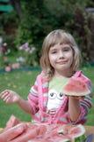 La ragazza mangia un'anguria Fotografia Stock Libera da Diritti