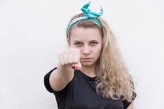La ragazza mostra il pugno in avanti fotografia stock libera da diritti