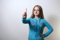 La ragazza mostra uno Fotografie Stock Libere da Diritti