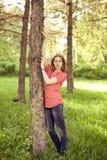 La ragazza nel legno Fotografia Stock
