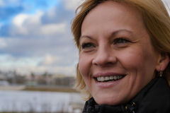 La ragazza nel parco la città di Minsk fotografia stock