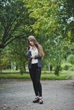 La ragazza nell'anticipazione pensierosa Fotografia Stock Libera da Diritti