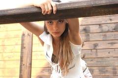 La ragazza osserva fermo Fotografia Stock