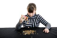 La ragazza ottiene i soldi dalla soldo-casella Immagine Stock
