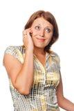 La ragazza parla da un telefono mobile Fotografie Stock Libere da Diritti