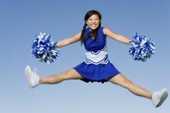 La ragazza pon pon che salta con i Pom-Poms immagine stock libera da diritti