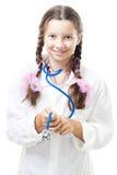 La ragazza positiva dell'adolescente finge di essere un medico Immagini Stock Libere da Diritti